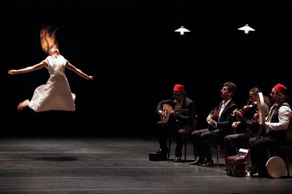 """""""Nós Somos Semelhantes A Esses Sapos..."""", peça da companhia francesa Les Mains, les Pieds et la Tête Aussi."""